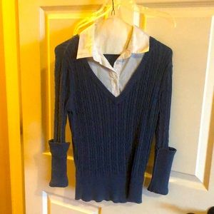 Ladies sweater with white collar